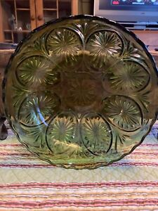 Vintage Anchor Hocking Green Glass Medallion Bowl