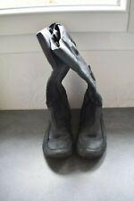 Une paire de botte en cuir SAN MARINA pour fille pointure 37