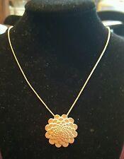 Viveka Bergstrom Paris gold tone flower pendant necklace J134