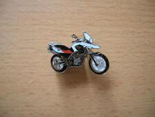 Pin BMW G 650 GS / G650GS weiß/rot Motorrad Art. 1147 Spilla Badge