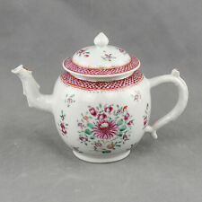 Chinese Porcelain Teapot decorated with flowers, Qianlong period – 18th Century