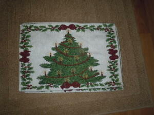 """4 CHRISTMAS TREE TAPESTRY PLACE MATS 18 1/2"""" x 12"""" PRE-OWNED"""
