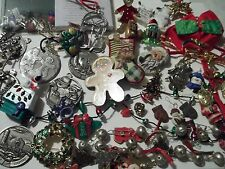 260 pc Christmas lot,jewelry,watches,earrings,pins,bracelets,good pre-own cnd,