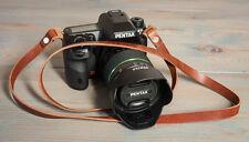 42 in (ca. 106.68 cm) 12 mm HAND MADE CHESTNUT in pelle Cinturino Fotocamera Con Rivetti di rame