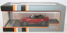 Véhicules miniatures rouge IXO sous boîte fermée