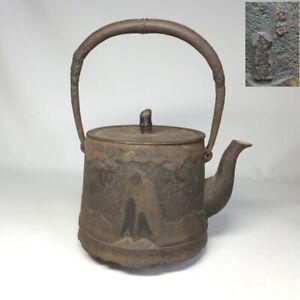 D0672: Japanese NANBU iron teakettle TETSUBIN with good taste and relief work