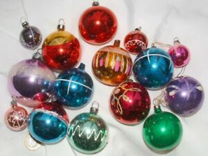 Job lot of vintage 15 glass Christmas tree patterned baubles