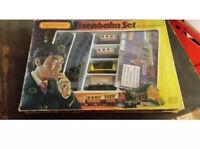 Matchbox Eisenbahn Zug SET + SCHIENEN & AUFBAU BAHNHOF IN OVP Railway Box Train