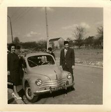 PHOTO ANCIENNE - VINTAGE SNAPSHOT - VOITURE AUTOMOBILE 4 CV RENAULT COUPLE - CAR