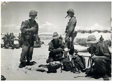 Indochine, soins pour un soldat français blessé Vintage silver print Tirage ar