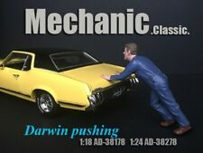 American Diorama Figure 1:18 Scale 10 cm Mechanic Darwin Pushing AD-38178