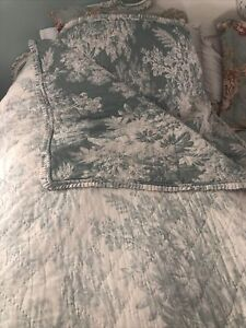 Pottery Barn LG King Blue/green Matine Toile Quilt with ruffles