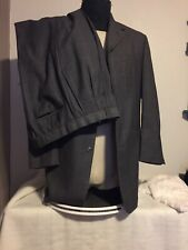Insignia 2 Piece Men's Suit 40R & 34X31 Pants Gray Pinstripes Plaid 4 Buttons