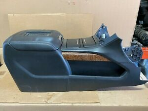 2017 CHEVY SUBURBAN BUCKET SEAT CENTER CONSOLE STORAGE ASSEMBLY W/CHARGE PAD