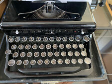 Royal Typewriter - Portable with case Vintage/ Touch control 1930s/1940s