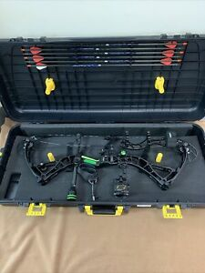 """Bowtech Realm SR6 RH Compound Bow! 45lb limbs & 29"""" draw! w/accs and hardcase!"""