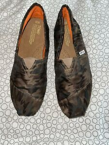 TOMS Men's Classic Canvas Slip On Flats Shoes Size 10 Brown Camouflage