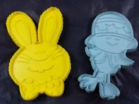 2 Hallmark Easter Cookie Cutters Plastic Bunny Rabbit Chick Vintage 1975