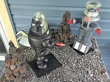 Robby the Robot and the B-9.War of the Robots