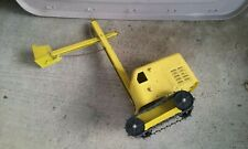 VINTAGE PRESSED STEEL STRUCTO CONSTRUCTION CRANE
