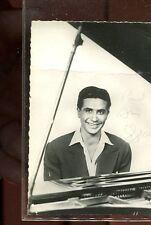 PHOTOGRAPHIE ORIGINALE sur carte de Gilbert BECAUD avec AUTOGRAPHE signé en 1959