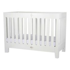 Crib with a smaller foot print Alma Papa Coconut white Bloom