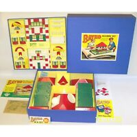 A MADE UP VINTAGE 1950's BAYKO BUILDING SET 4 IN NEW REPRODUCTION BOX. EXCELLENT