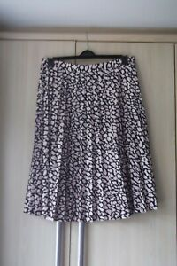 BNWT SUNRAY PLEATED SKIRT MARK & SPENCER  COLLECTION SIZE 18,20,24