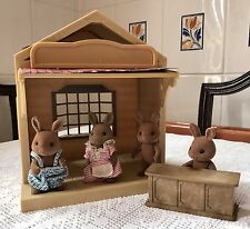 SYLVANIAN FAMILIES SMALL STORE WITH 4 FIGURES & ACCESSORY, PRE LOVED 1980'S