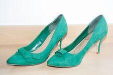 Escarpins de la marque JustFab en daim de couleur vert taille 38. Bon état.