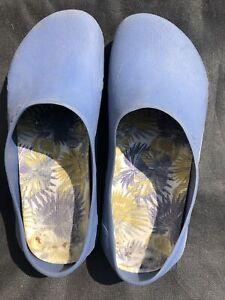 Women Crocs Size 6