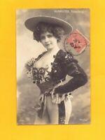 ARTISTE : Mlle HENRIETTE costumée sur scéne aux FOLIES-BERGERE en 1907