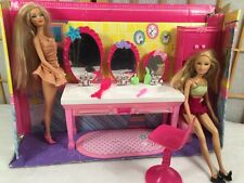 Barbie Sister's Beauty Fun Bathroom For 3 Mattel 2010 with Dolls