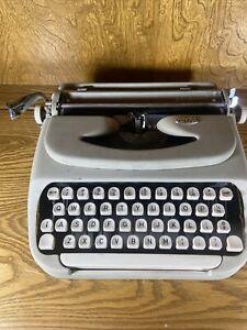 Vintage Royal Keystone Typewriter Needs Cleaned
