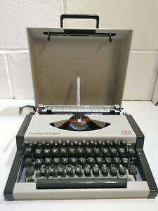Aeg Olympia Traveller De Luxe S Typewriter Vintage #2219