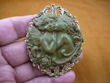 CL70-2) 2 CHERUBS angels hug green CAMEO round brass Pin Pendant Jewelry brooch