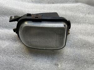 Mercedes Benz 203 Nebelscheinwerfer links vorne 2158200556 Hella 1NA007976-01
