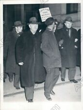 1945 Chicago Illinois Montgomery Ward Strikers Arrested By Police Press Photo