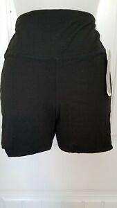 NWT Daisy Fuentes Active Fit Shorts - Size Medium `Free Shipping'