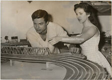 ORIG. PHOTO, Sylvia sorente, giocattoli ferroviario, 1959