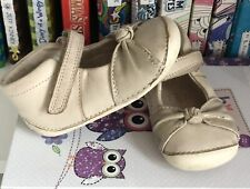 Baby Girls CLARKS Size UK 4 F (EUR 20) Beige Leather Shoes Good Con. Infant*