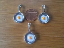 3 x  NEW METAL MINITURE FRY PAN SHAPED FRIDGE MAGNETS  WITH EGG