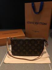 New Louis Vuitton Pochette Accessoires M40712