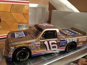 Action 1:24 Scale Ron Hornaday Jr. #16 NAPA Gold Race Truck Limited Edition
