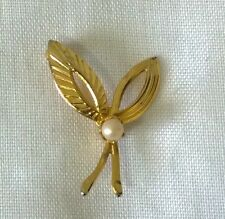 brooch pin Bridal something old Tiny vintage retro faux pearl goldtone
