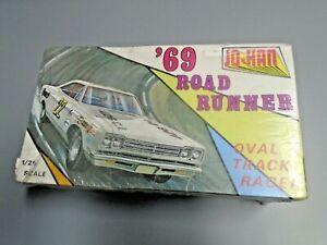 JOHAN 1969 PLYMOUTH ROAD RUNNER MODEL CAR KIT 426 HEMI OVAL TRACK RACER SEALED