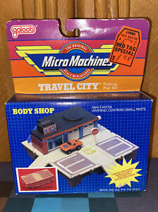 Micro Machines - Travel City - Body Shop - Fold-Up Play Set - Galoob - 1986