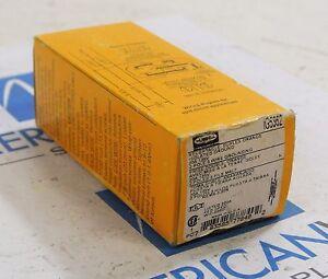 HUBBELL IG5362 Duplex Orange Receptacle 20 amp 125V New in box