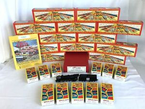 The GREAT CIRCUS TRAIN by WALTHERS HO PACIFIC LOCO w/ 20 CARS & 10 ACCESS. C-9
