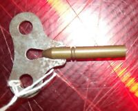 Ancienne Clé pour Pendule Mécanique Formica Bayard Vintage 1950 carré de 4x4 mm